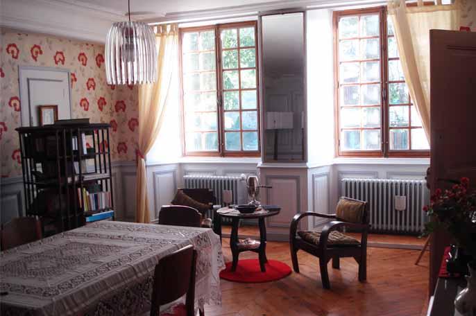 La Maison aux Volets Bleus - Aumont-Auc Tourisme on