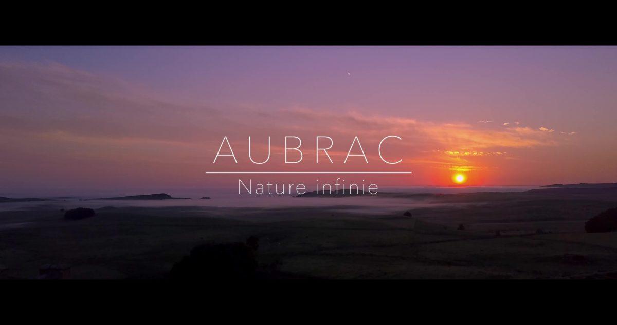 L'Aubrac se dévoile, sa magie s'offre à vous, Une nature infinie partagée par les Offices de Tourisme de l'Aubrac.